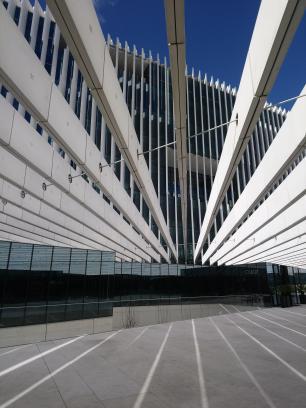 Un des nombreux bâtiment moderne de la ville !