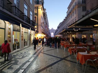 La rue principale allant de la place rossio à la place do mercado